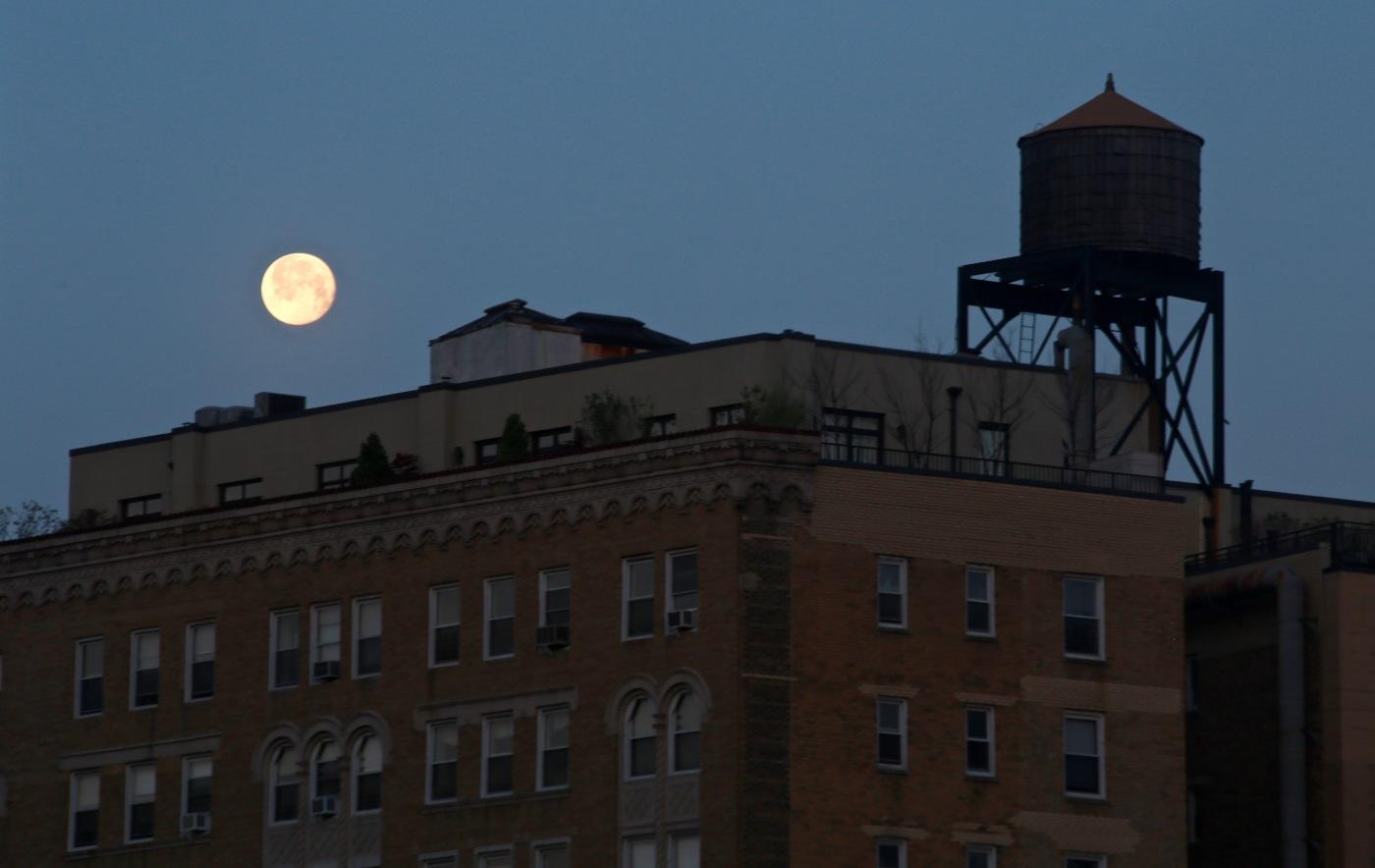 Day 125/4 Full Moon over manhattan